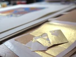 Dernière pose de l'or (les 4 coins fleuronnés).